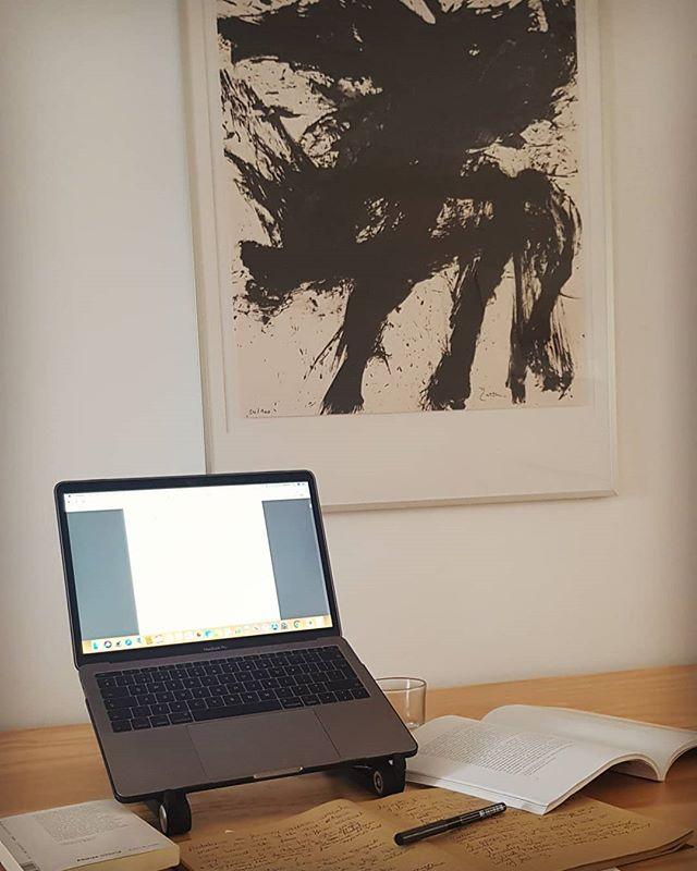 Studying my art project concept with @santiagoparra_ in my wall 😊  #break #fridaywork #studying #art concept #gallery #santiagoparra @jeandavidmalat #grateful @jdmalatgallery #inspired #abstractart #today #blackandwhite #afternoon