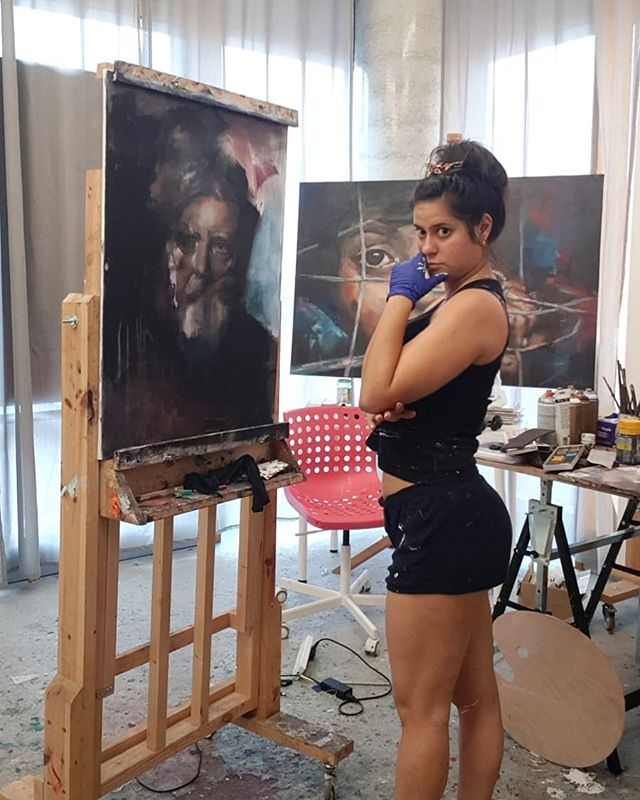 Both of us thinking... #inthestudio  #thinking #inprogress #summertime #analysis #sketch #pastel #me #oilpainting #charcoal #portrait #abstract #marinagonzalezart #artist  #realism #figurativeart  #technique #studio #arte #realismo #London #monday #artcollector #findtheway #todayphoto #atwork #canvas #mixtechnique #one-eyed