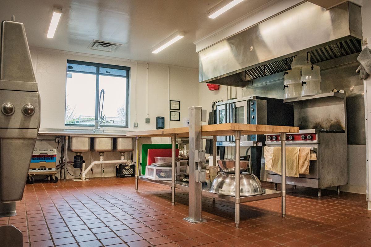 elkhaven_wellness_center_commercial_kitchen_02.jpg