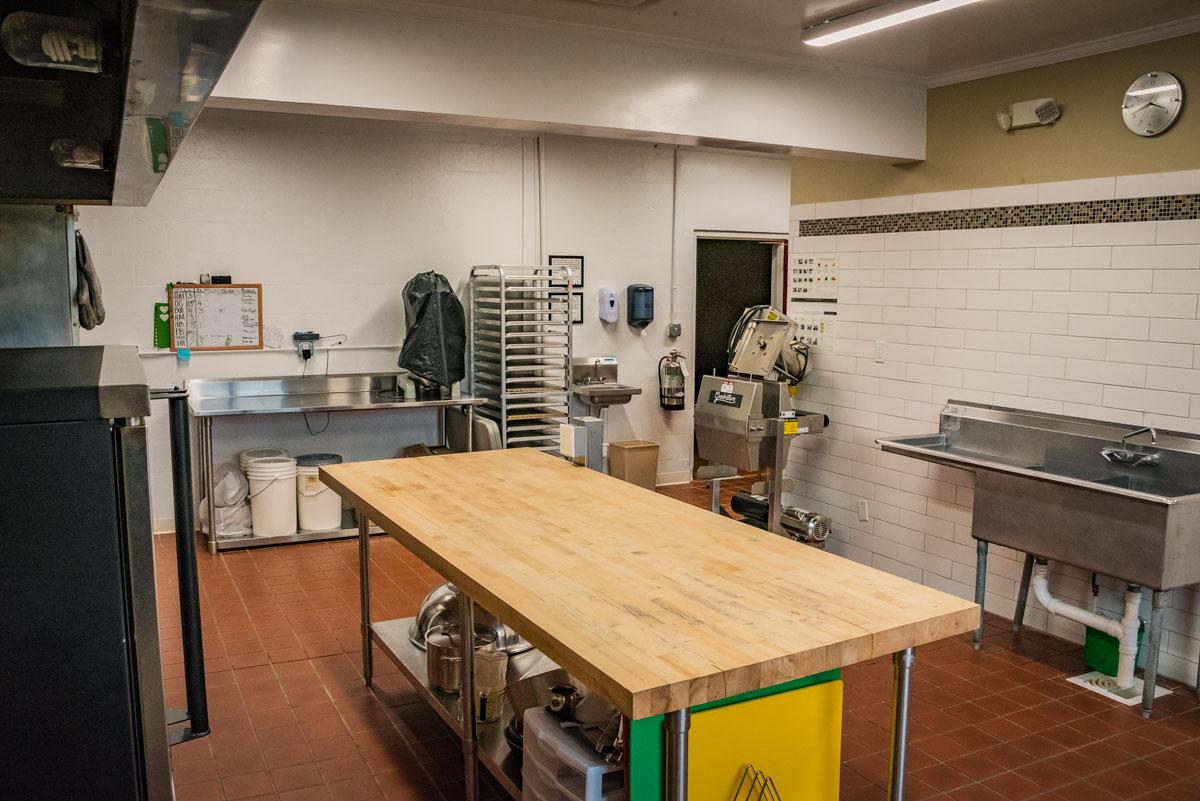 elkhaven_wellness_center_commercial_kitchen_03.jpg