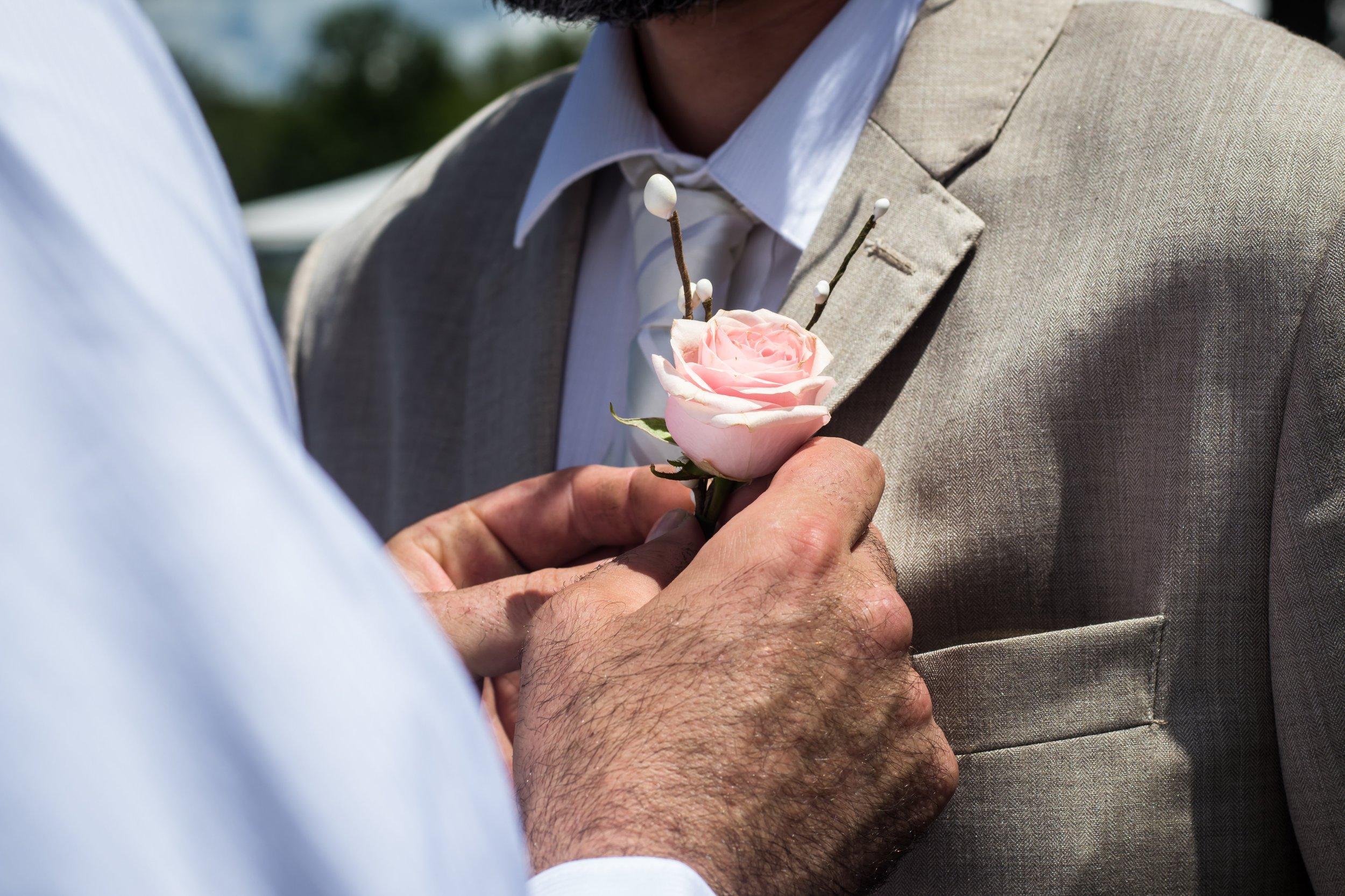 bestman-boutonniere-flower-572613.jpg