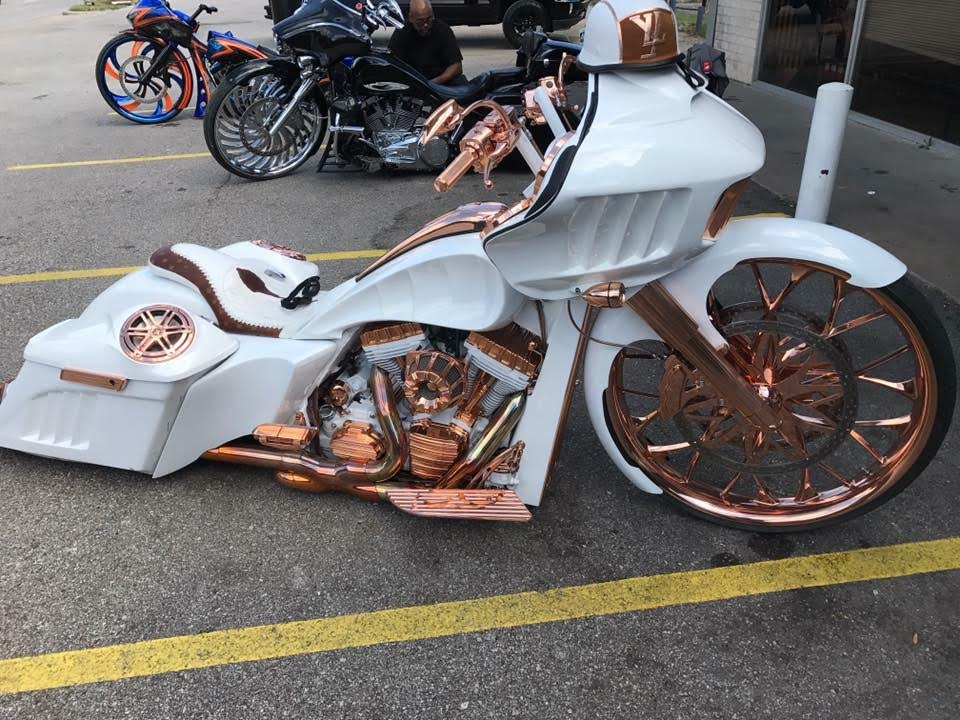 Rose gold bike diff angle.png