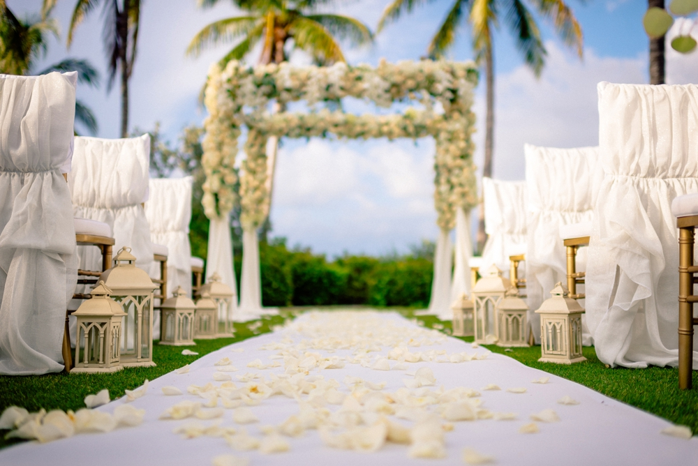 Kelly McWilliams Weddings Matt Steeves Photography Isn't She Lovely Floral South Seas Island Resort Captiva_0046.jpg