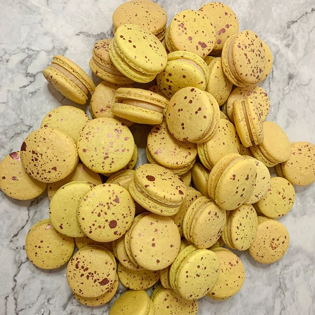 Yellow + Rose Gold. These were the Salted Caramel Macarons from First Friday! Who doesn't love Salted Caramel?! . . . #baking #instafood #igcakes #buzzfeedfood #huffpostagram #f52gram #foodporn #marthabakes #foodstyling #bakefeed #dessertporn #dessert #fooddiy #cakedecorating #cakesofinstagram #recipeoftheday #cakeoftheday #flashesofdelight #foodvideo #cakevideo  #foodart