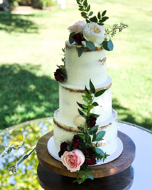 Wedding cake from a few weeks ago 💕
