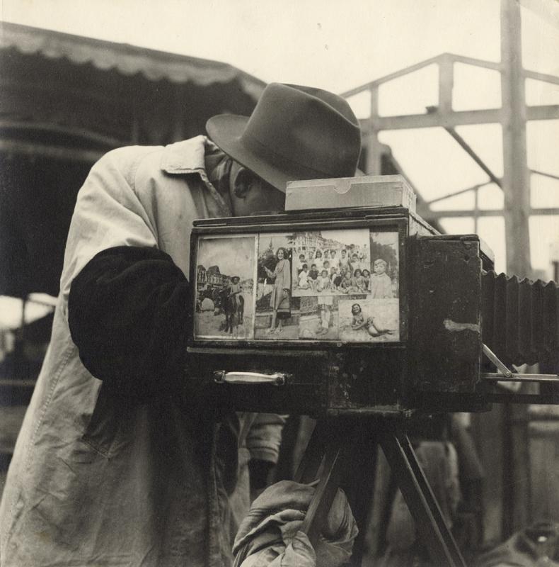 FleaMarket,Paris, c.1948.jpg