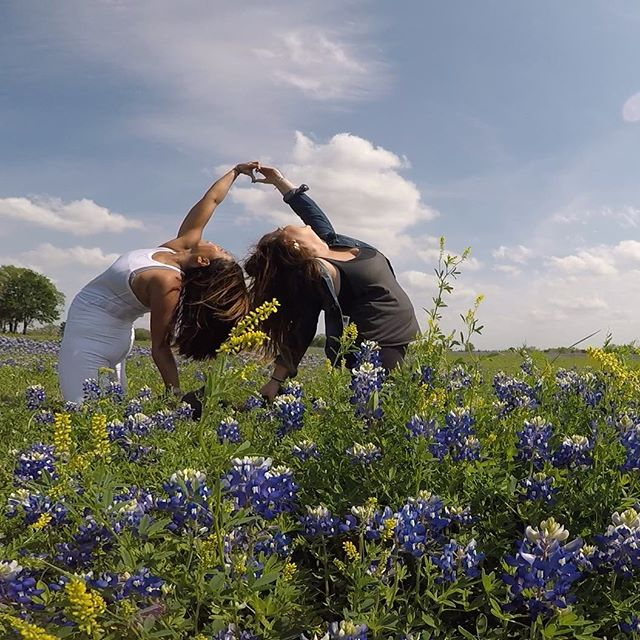 The Power Tripper pose! Open hearts and reaching for the skies! Only a few spots left for our Hill Country Power Trip! (☝🏼link in bio) come play with us! 🌾🌷🌱