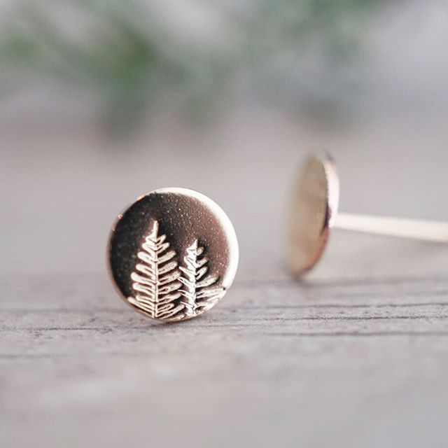 Gold Tree Studs Working on restocking lots of gold and rose gold earrings like these for my final two markets of the season!  Come out this Saturday to the Whonnock Elementary Handmade Market to shop for handmade gifts for mom or yourself 😉💕