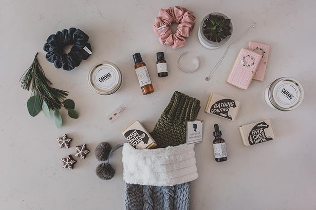Feeling super grateful to have been featured in a local holiday gift guide last week! Click on the link in my bio to checkout this beautiful collection of local handmade products that Bev from @handletteredlovebybev has put together.  And give her a follow because she will be doing a giveaway with some of the items featured in this guide (including my YVR collection)! 🤩💕#holidaygiftguide #shoplocal #fraservalley #mapleridge  #howisitthethirdweekofnovemberalready 📷: @winkphotography