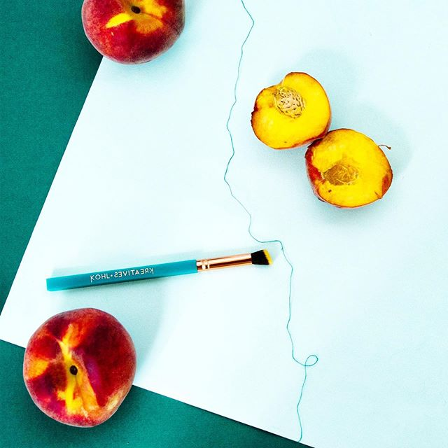 Each peach, pear, plum I spy the ei8ht brush #birchbox #kohlkreatives