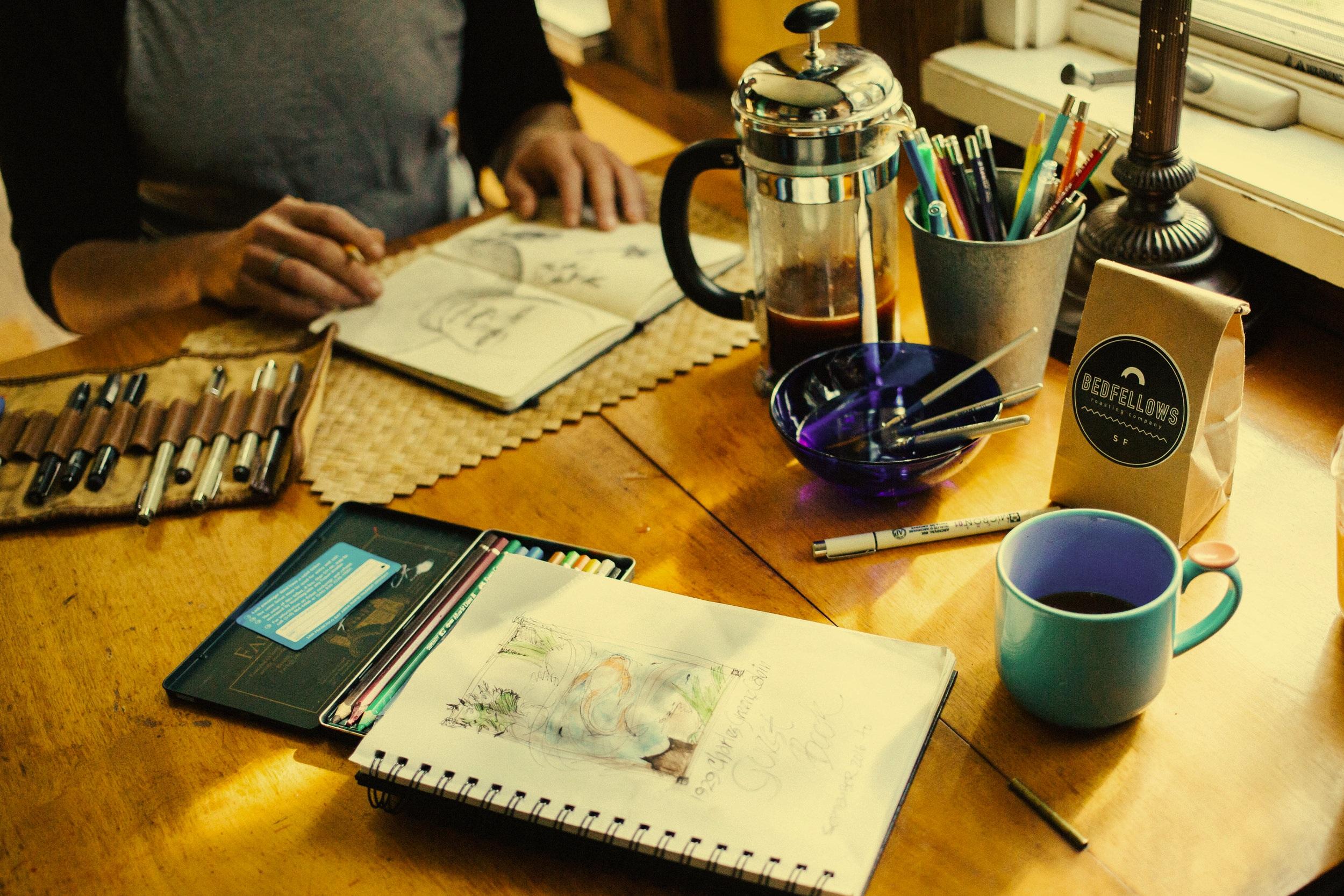 Unsplash,  Rachael Gorjestani  - Therese hjälper dig att skapa en hemsida för din kreativa verksamhet.