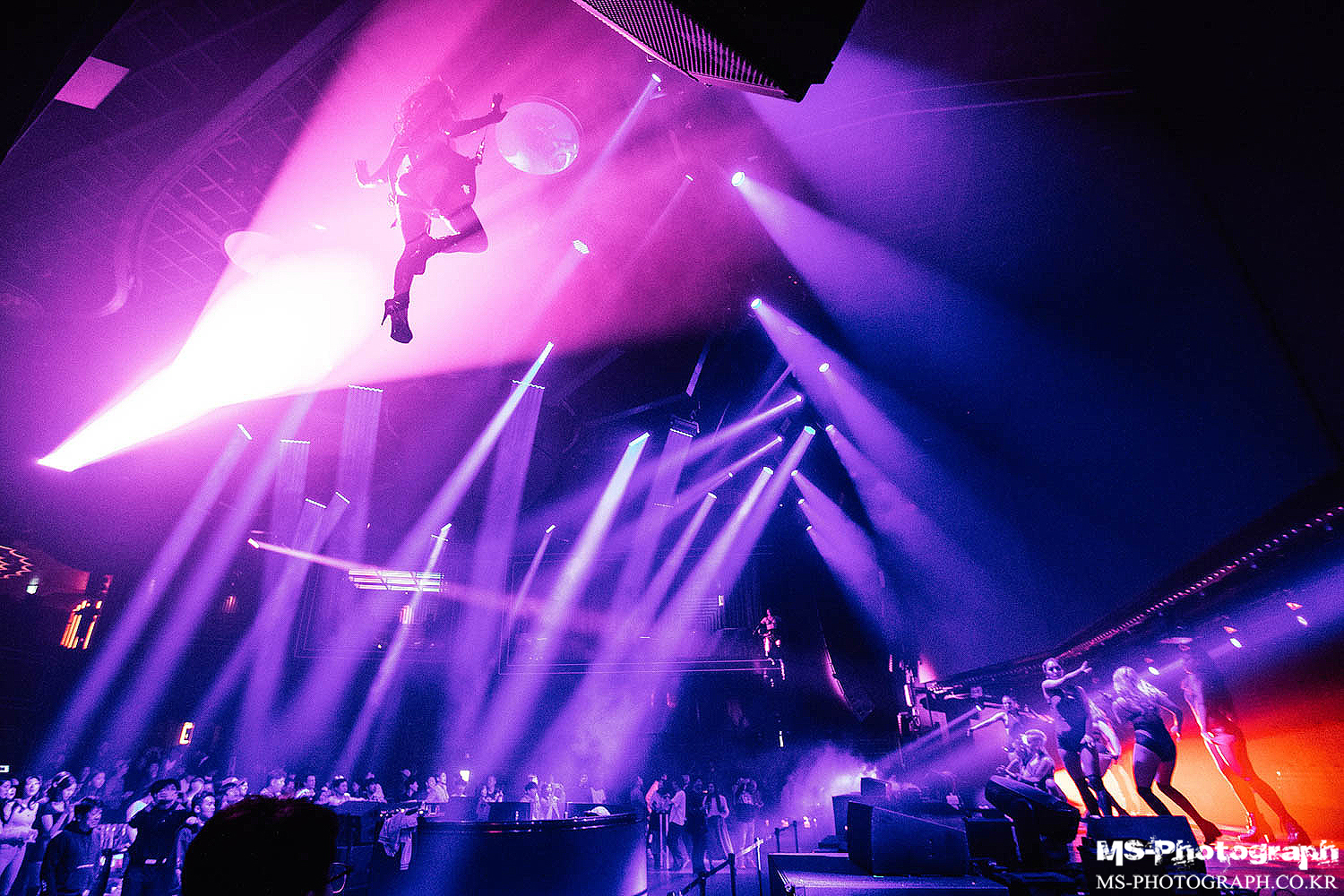 CLUB CHROMA at PARADISE CITY - In an aerial harness performance to accompany world renowned DJ, Plastik Funk