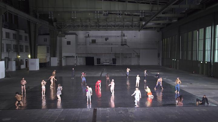 Hangar_Dancers_klein.jpg