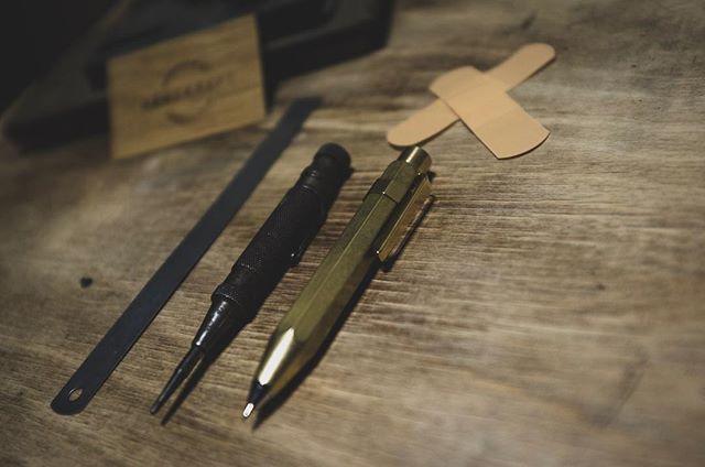 Everyday Carry 👌essentials -  #håndkraft #kaweco #essentials #everydaycarry #pencils #brass #handcrafted #workshop #woodworking #woodworkshop #nordicinspiration #scandinavianstyle #woodlove