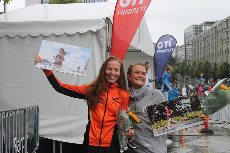 Meg og Sara under Stavanger Halvmaraton i år