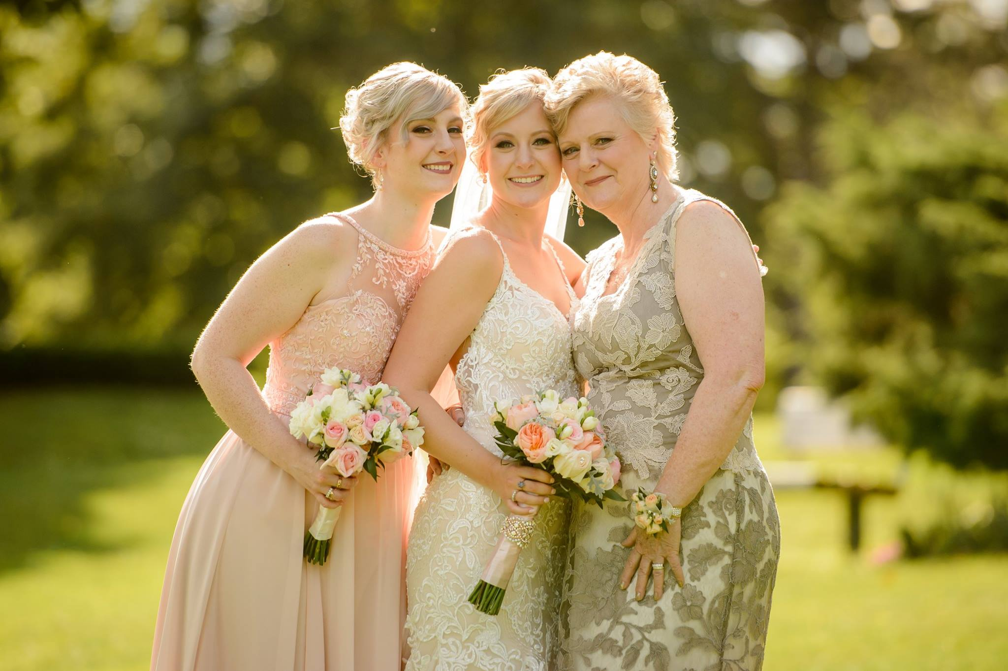 Jessi + Evan  Teamed up with  Janine Gerrits  for this wedding  Photography by  Applehead Photography