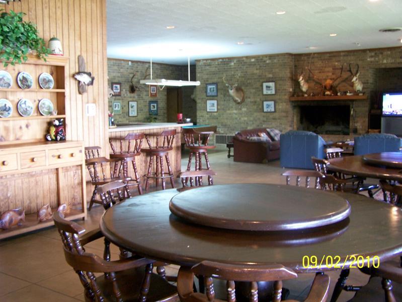 Robinson Lodge dining area.jpg