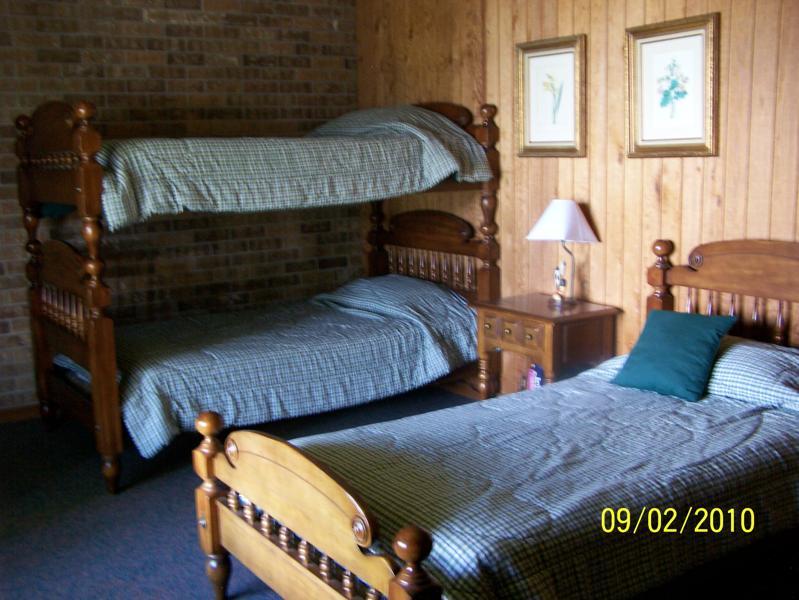 Robinson Lodge room 5a.jpg