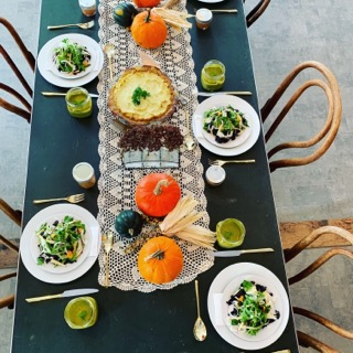 I love a good tablescape -