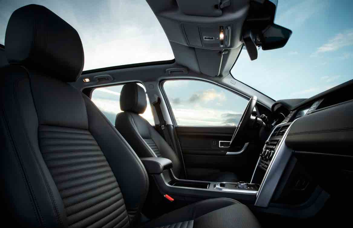 Panoramic roof and black leather upholstery -