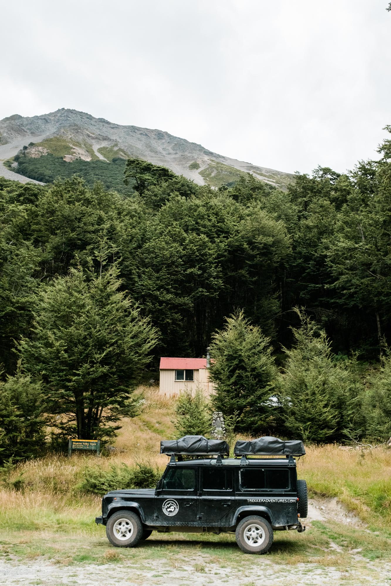 Hütte am Rande des Tals
