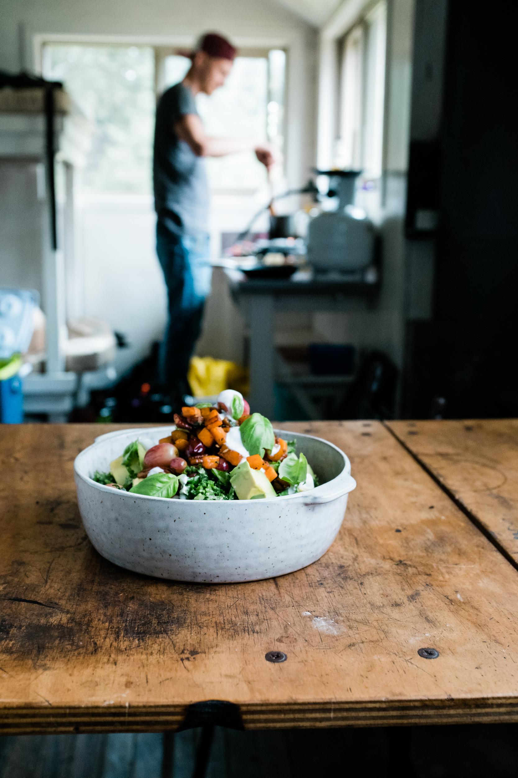 Grünkohl-Kiwi-Salat mit Süsskartoffeln