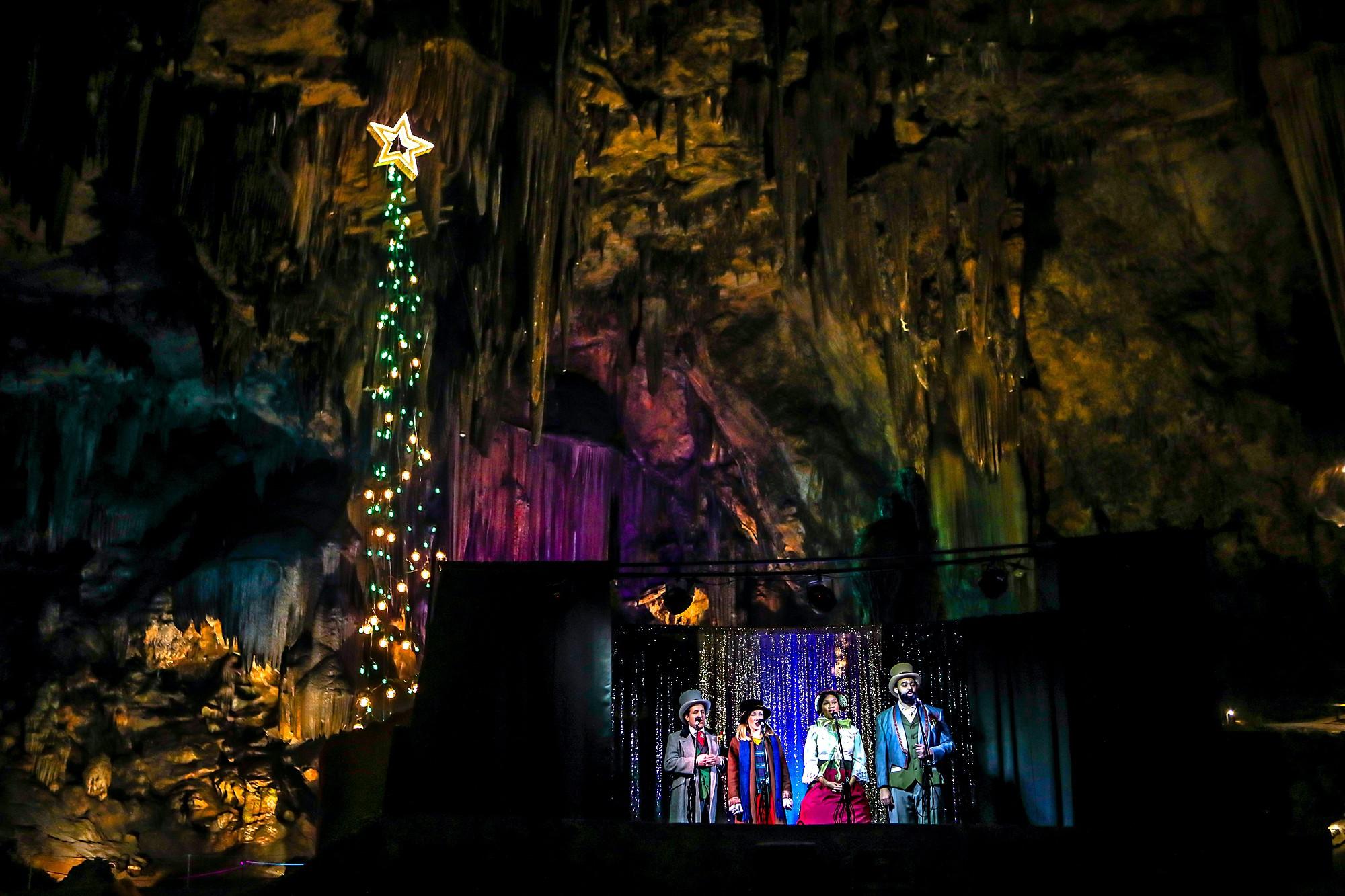 tinseltone-carolers-in-desoto-caverns