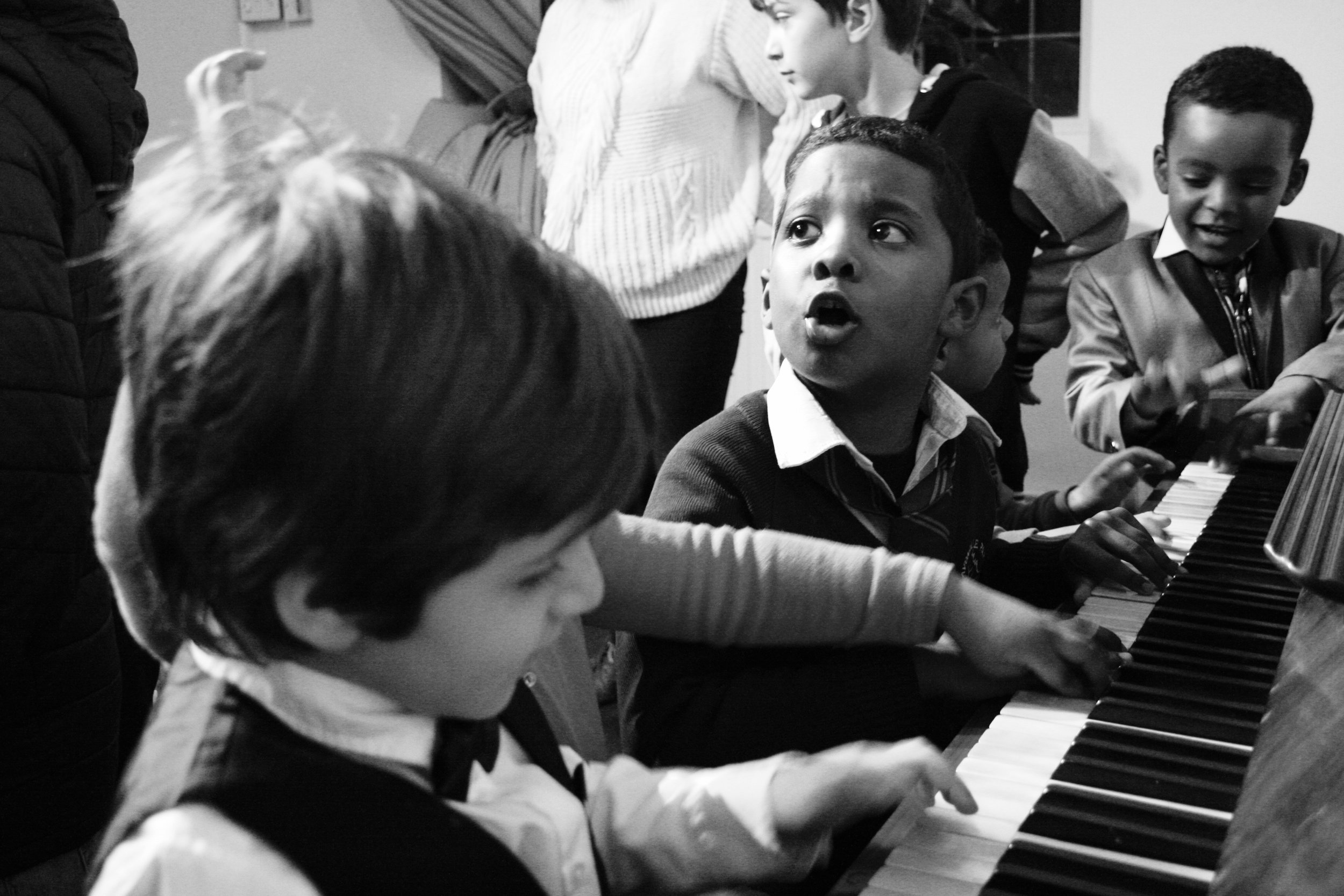 Kids at piano IMG_6656.jpg