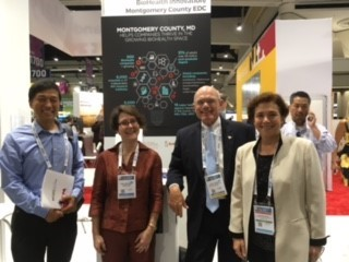 NIH Zhang-Zhi Hu and American Gene Technologies' Shannah Koss join Lynne and Rich Bendis at MCEDC's booth.jpg