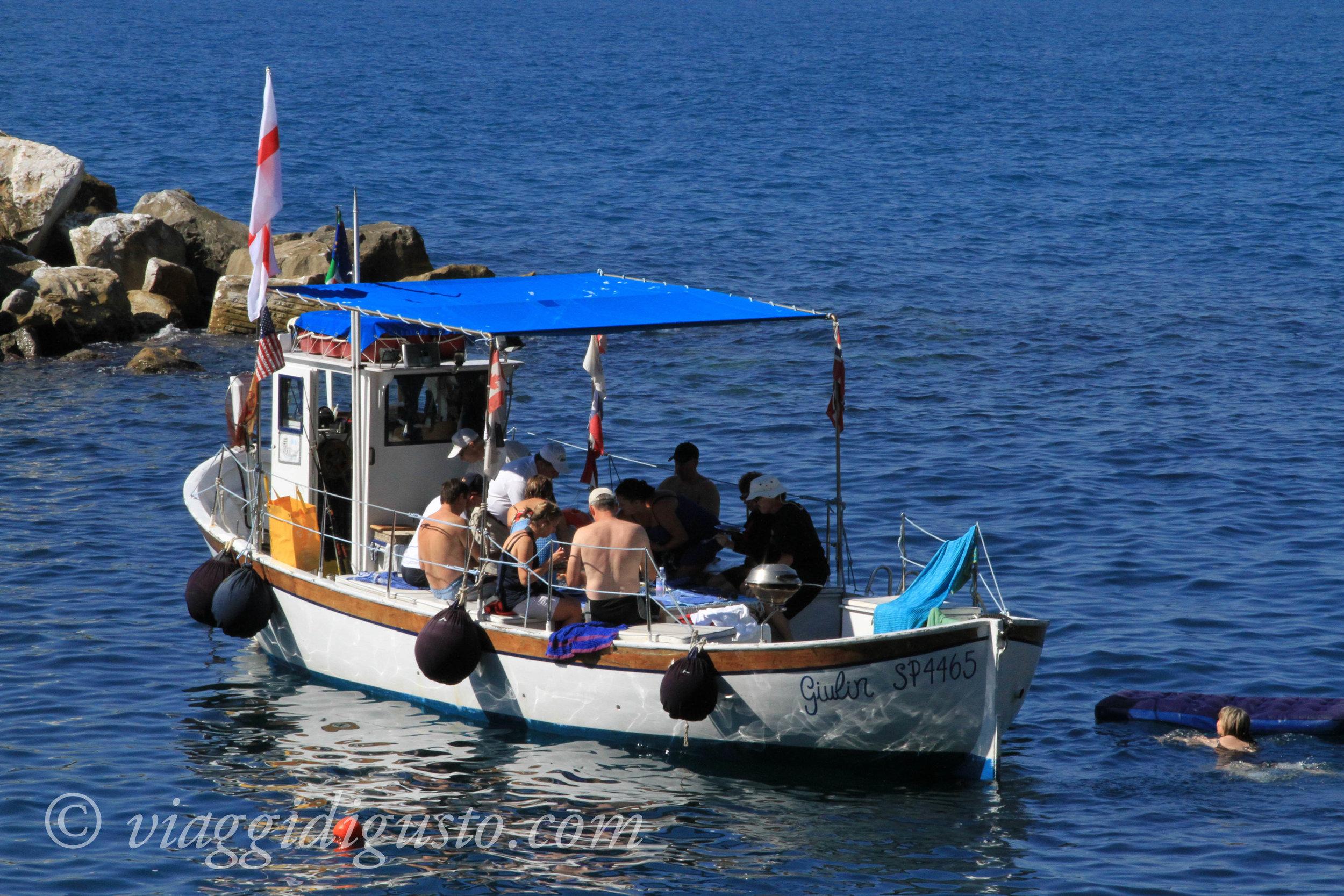 boat tour italy.jpg