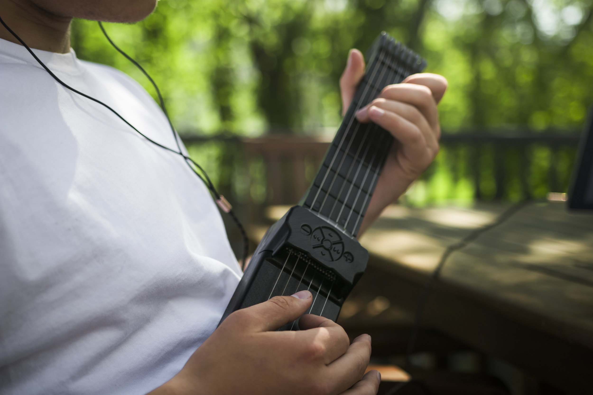 The Jamstik 7 will begin shipping to backers in August 2018