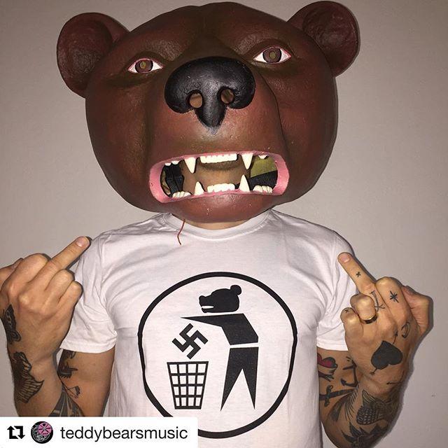 #Repost @teddybearsmusic with @get_repost ・・・ Fuck rasism forever! Nu kan du tjacka den som T-shirt. Alla intäkter går till Refugees Welcome!