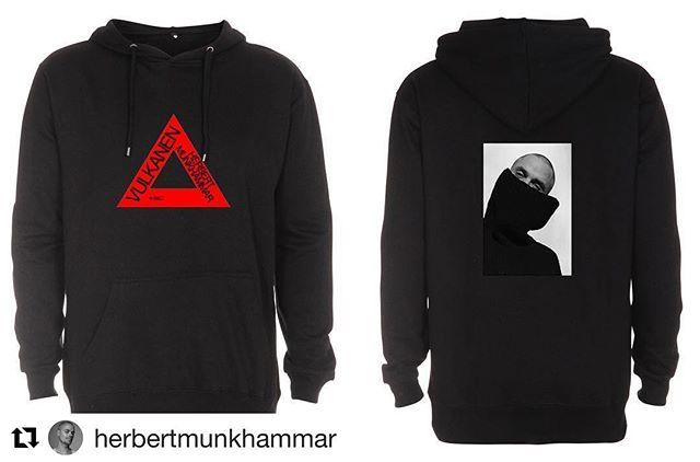 #Repost @herbertmunkhammar with @get_repost ・・・ Snyggaste merchen är äntligen här! Nu finns dessa hoodies och t-shirts plus ett begränsat antal av alla affischer från samtliga singlar och från albumet på merchworld.se Säg till en kompis att säga till en kompis! Länk i bio!
