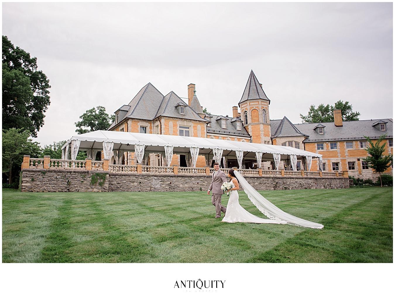 wedding at Cairnwood estate in bryn athyn