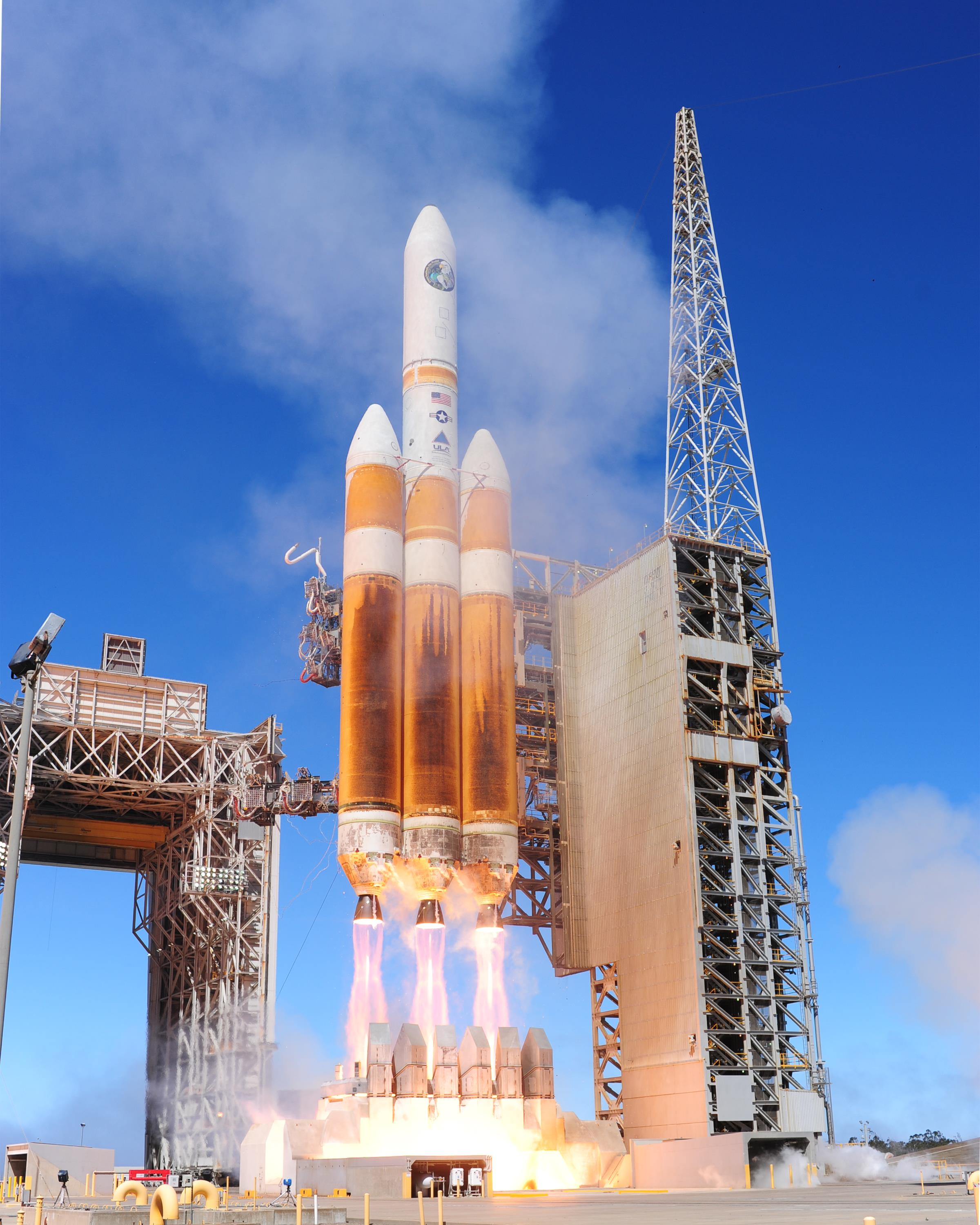 Behold, the Delta IV Heavy, my favorite  operational  rocket. Image from  Wikipedia .