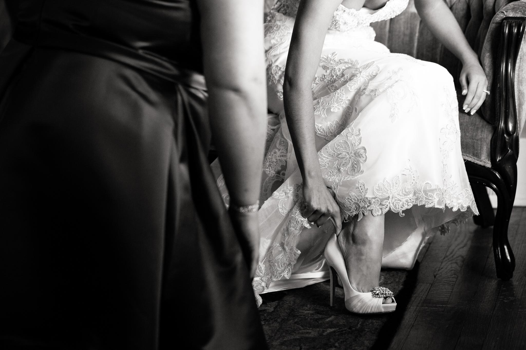 Statler-City-Buffalo-wedding-photographer- 0057bw.jpg