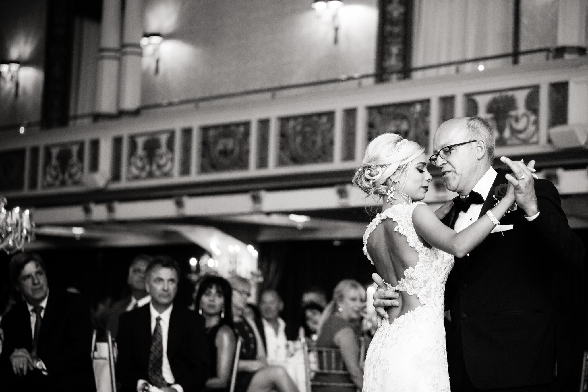 Statler-City-Buffalo-wedding-photographer- 0551bw.jpg