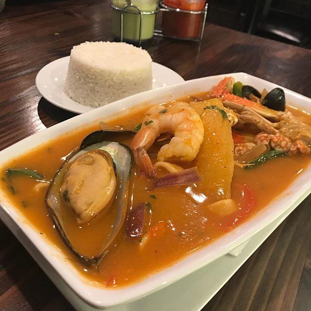 A cold day requires a warm and delicious soup!🍽🍵#sudado #tilapia #sudado especial #incazteca #seafood #shrimp #mussels #clams #calamari #bluecrab #yucafrita #foodporn #greatfood #greattaste #portchesterny