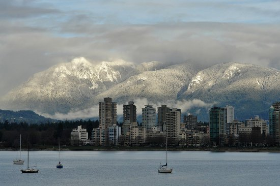 canva-vancouver,-cityscape,-scenic,-north-shore-mountains-MACU_6UPCBA.jpg