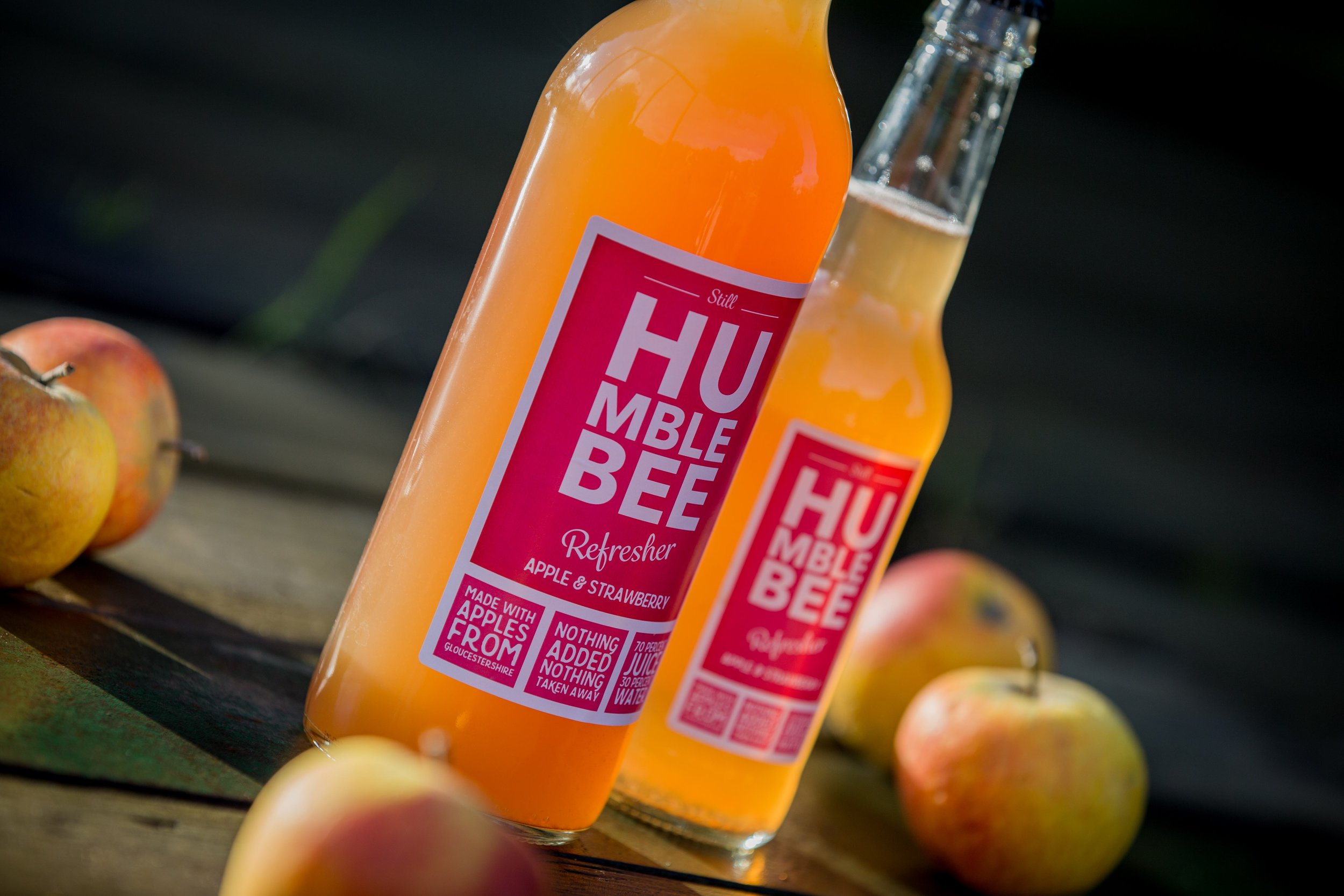 Humblebee Refresher Strawberry 2 angle with apples v2.jpg