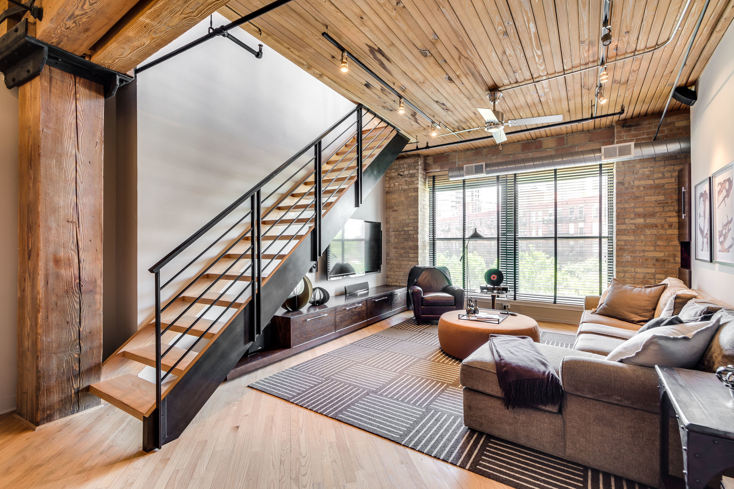 Living Room 411 W Ontario 504 .jpg