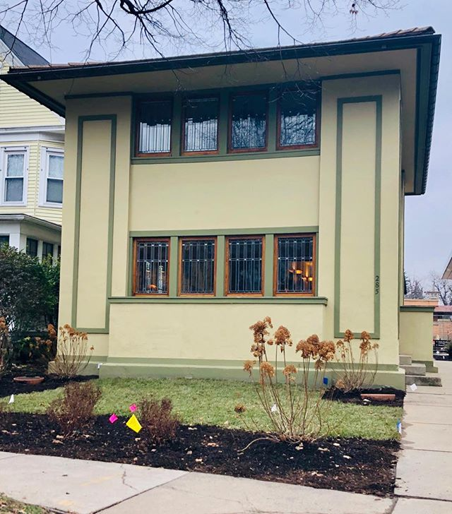 Private home by Frank Lloyd Wright, Woodward Ave., Buffalo, NY circa 1905. #franklloydwrightbuffalo #buffaloarchitecture #windows #nashvilleartist