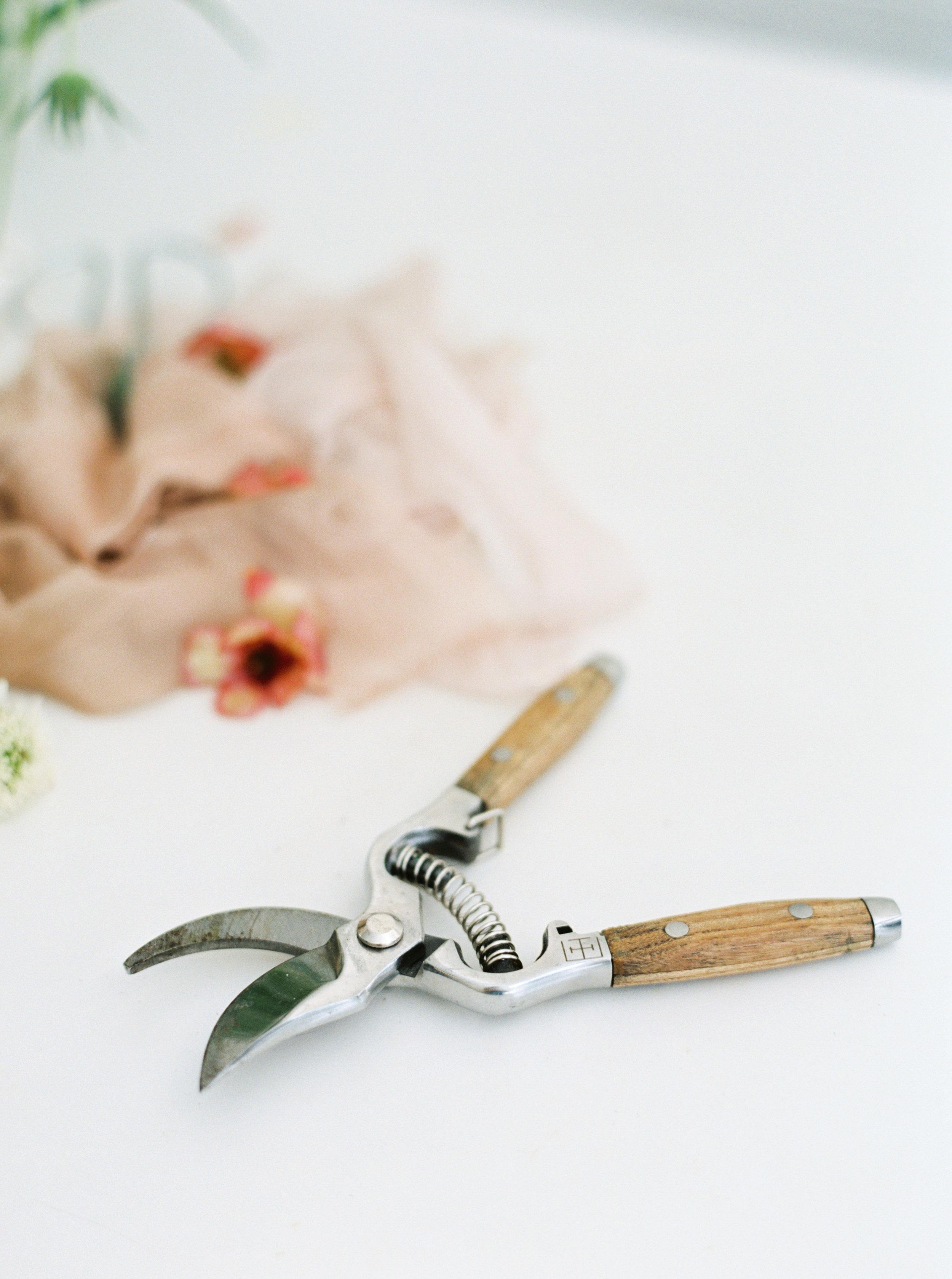 00033- Sydney Wedding Florist Flower Arrangement Mudgee Orange NSW Fine Art Film Lifestyle Photographer Sheri McMahon_.jpg