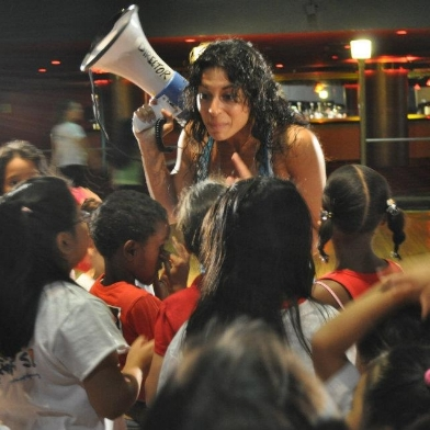 Stephanie gives a master class at R.Evolucion Latina