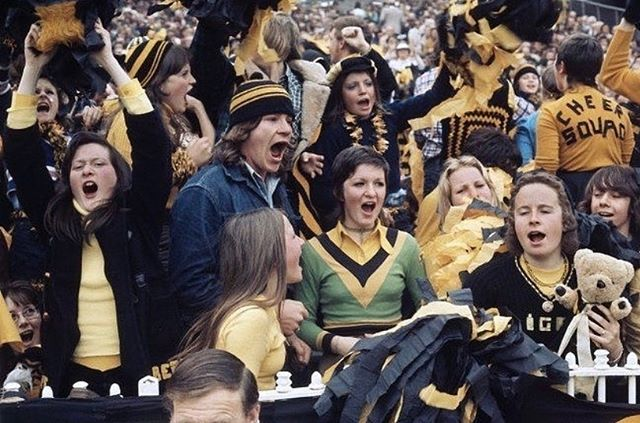 It's a big day in Melbourne town!!! While Richmond isn't either of our team we are born and bred Victorians so......go the Tigers!!!! 🐯 Ripper pic of Richmond fans in the Seventies 👌🏼