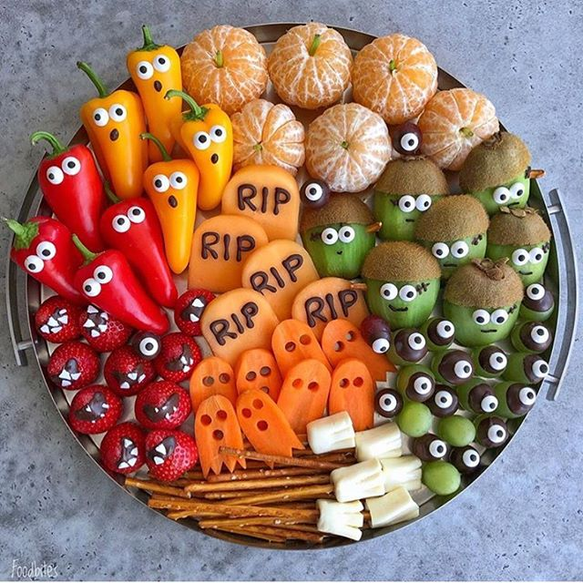 Halloween is 2 weeks away! And we think this spooky platter is the cutest one we've ever seen! 👻 🎃