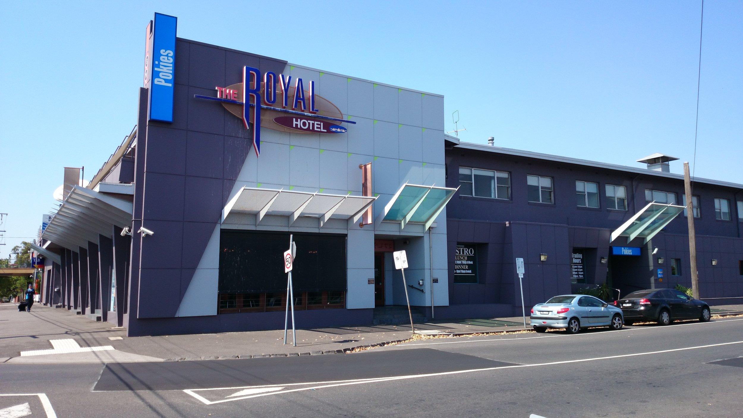 The_Royal_Hotel_in_Essendon.jpg
