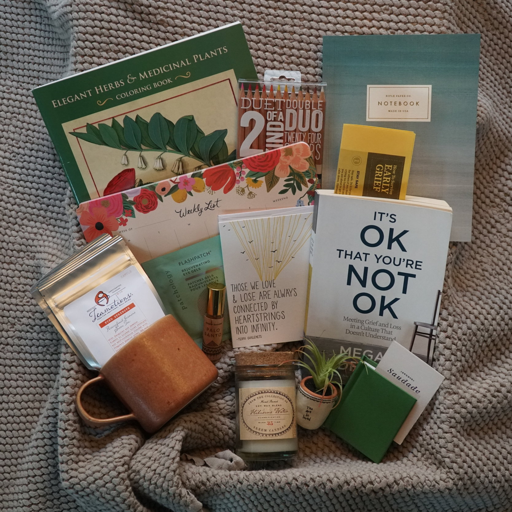 Our grief kits offer tangible, ongoing support to someone who has lost a loved one - Losing a loved one is one of the most difficult transitions we can go through in life. As a friend or family member of someone going through such a loss, it's not always easy to know how best to offer our support.Our curated Grief Kits offer a meaningful and helpful pathway to offer much-needed support over an extended period of time.
