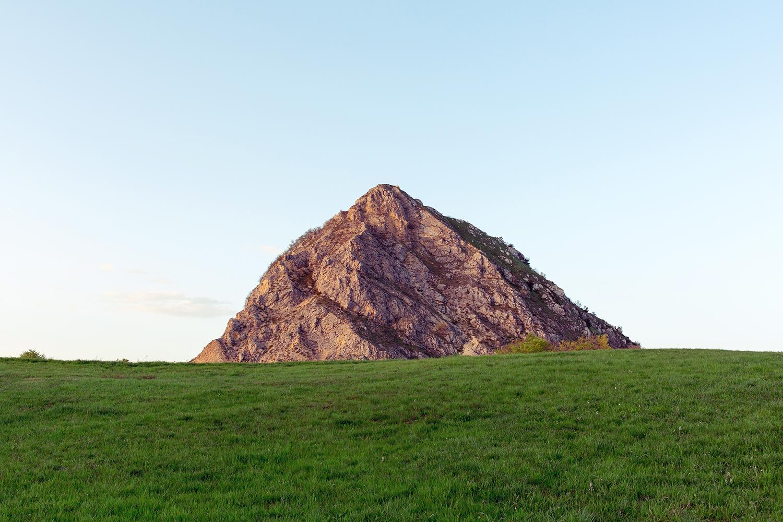Monte San Marco. Rilievo di forma piramidale che spicca lungo il crinale tra Marecchia e Conca, a nord del Carpegna, in località Villagrande (RN).