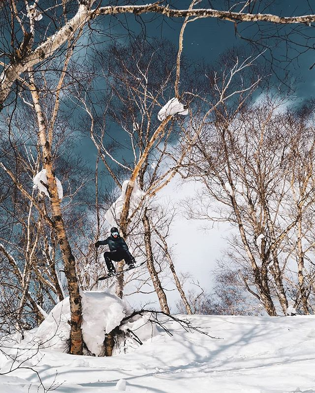 Finding some fun hits in Niseko with the sun shining. Weather report says we may not have fresh snow for ages.  #thoughtsandprayers #prayingforsnow #japow #japan #rhythmjapan #niseko #snowboarding #snowboardingniseko